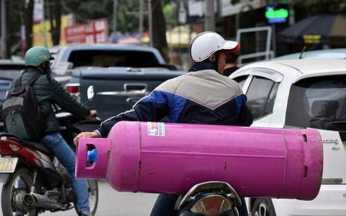 """Xe máy chở bình gas – không """"quản"""" sẽ """"loạn"""""""