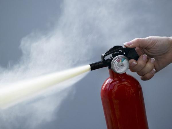 chuẩn bị sẵn bình cứu hỏa trong nhà