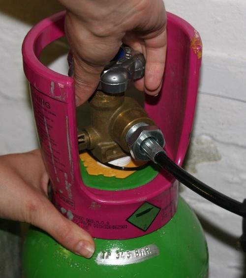 Khóa van gas cẩn thận