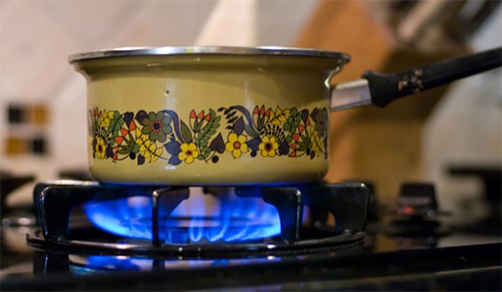 không chú ý tới bếp khi nấu ăn