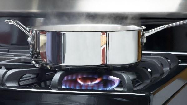 nước tràn ra bếp có thể gây rò rỉ khí gas